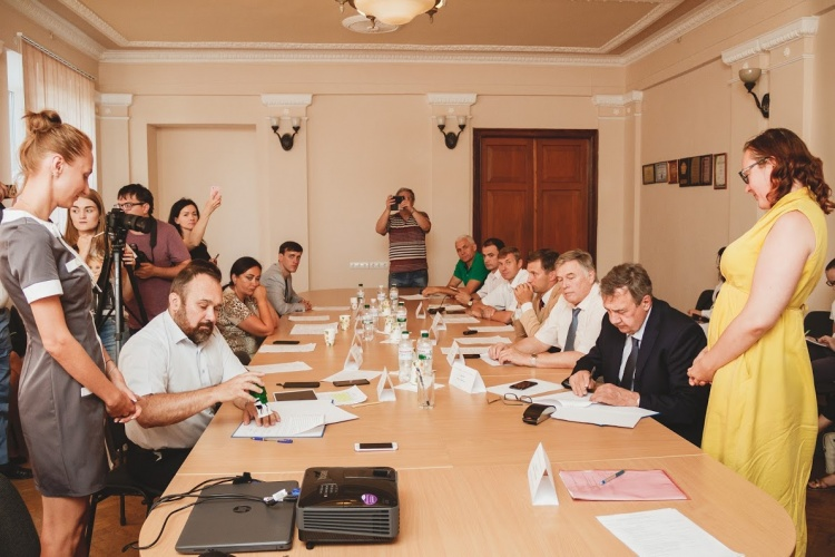 Підписано меморандум про співпрацю між Харківським національним університетом імені В.Н.Каразіна та Громадською спілкою «Фундація Схід–Захід»